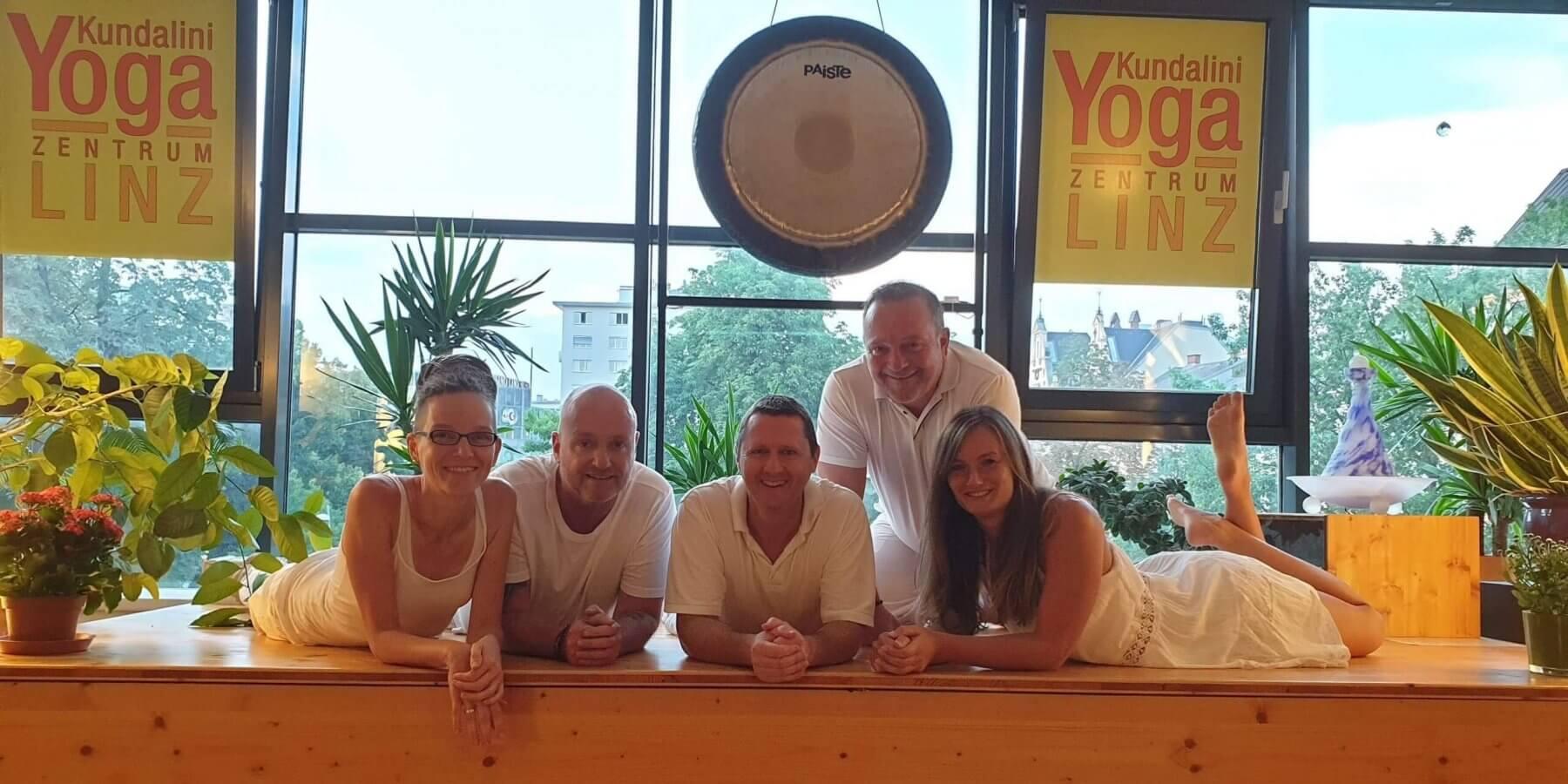 Kundalini Yoga Lehrer Team 4